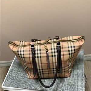 Women Burberry tote